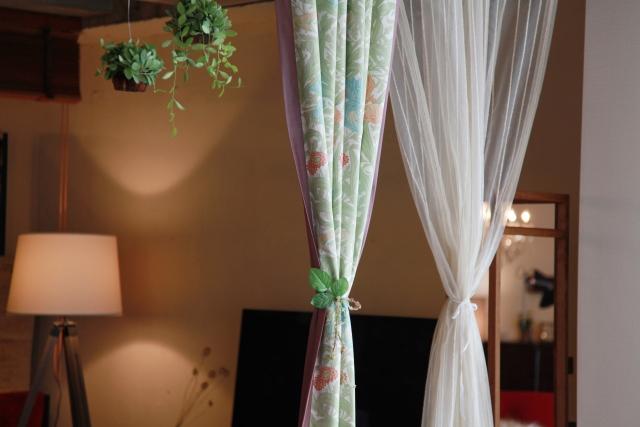 カーテンに使われる代表的な素材