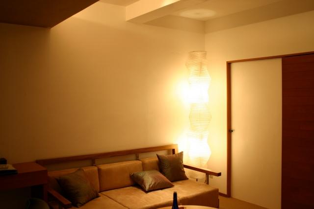 シーリングライトと補助照明を組み合わせる
