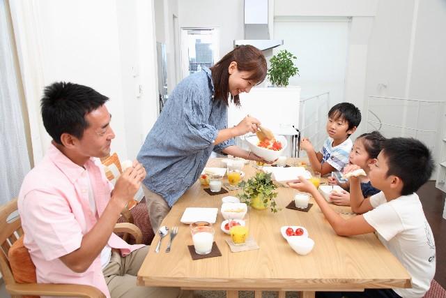 ダイニングテーブルの人数とサイズ