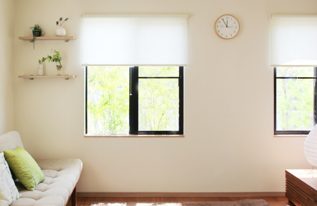 シンプルな色のカーテン