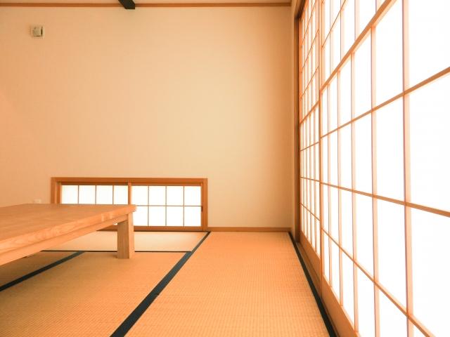 和室には和素材のカーテンが合う