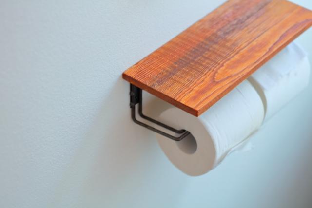 トイレのペーパーホルダーを交換する