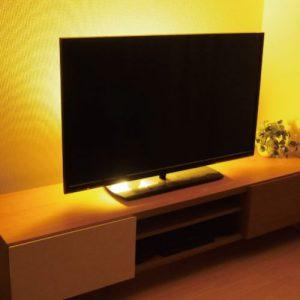 テレビ台の裏の間接照明