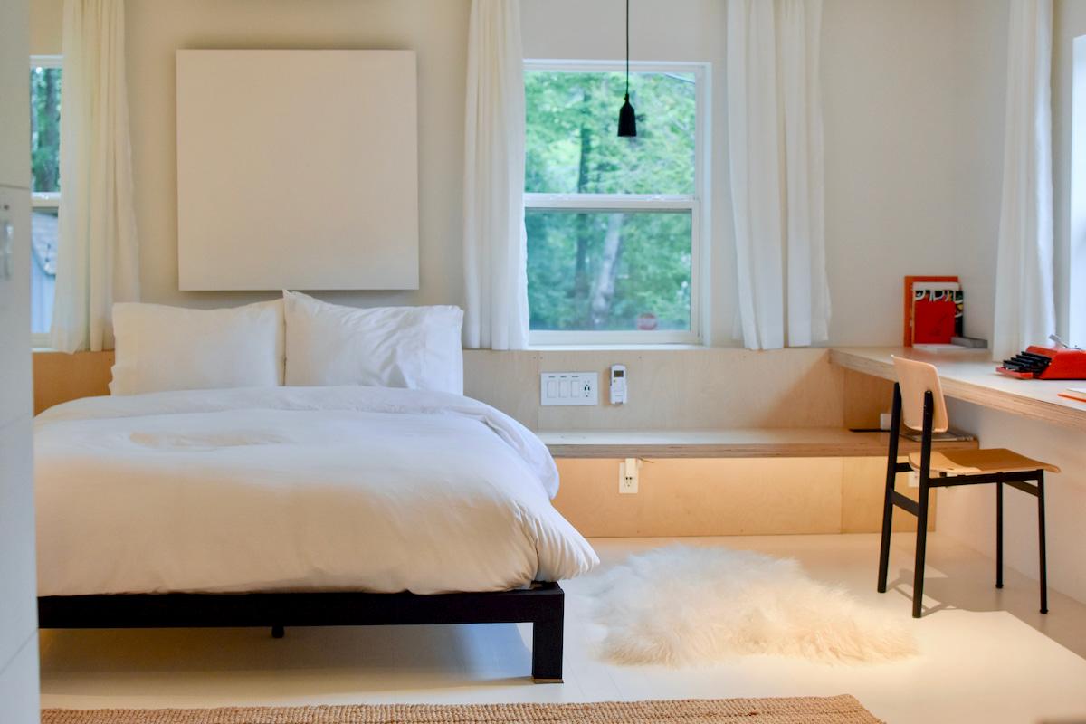 ダブルベッドを夫婦2人で寝るメリットとデメリット