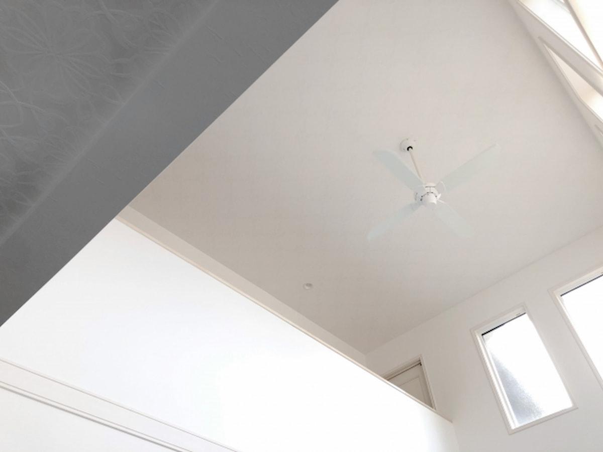 吹き抜けのあるリビングの照明計画のポイントと注意点
