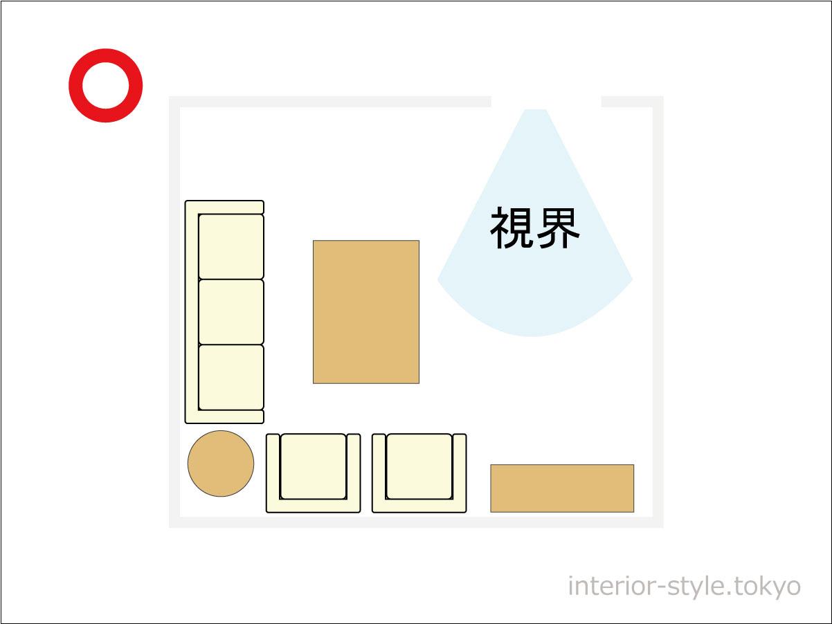 ドアの前に家具がない部屋