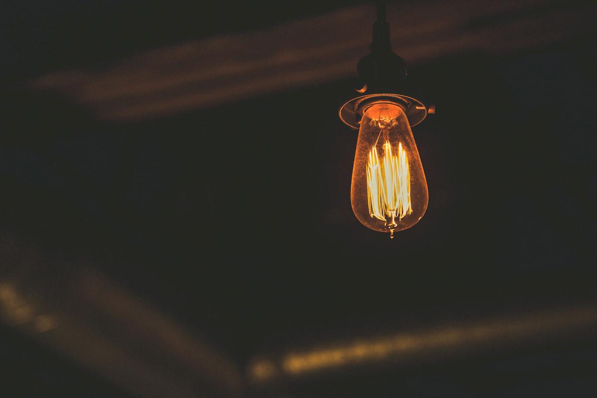 オレンジ色の電球