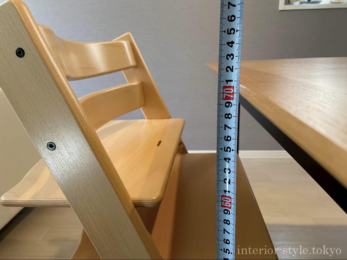 高さ71cmのダイニングテーブルとトリップトラップ