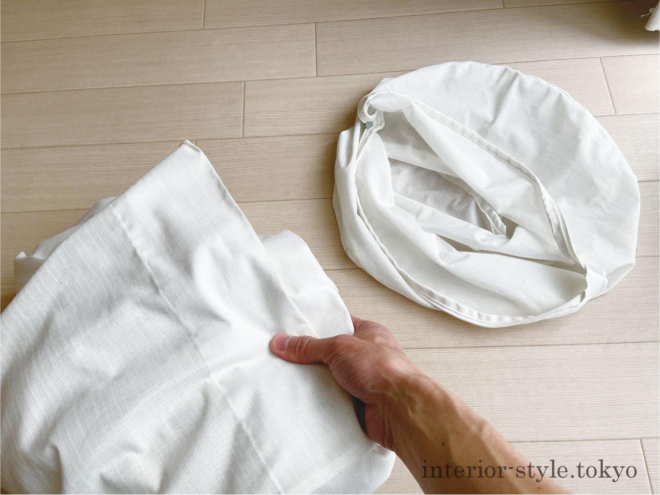 カーテンを洗濯ネットに畳んで入れる