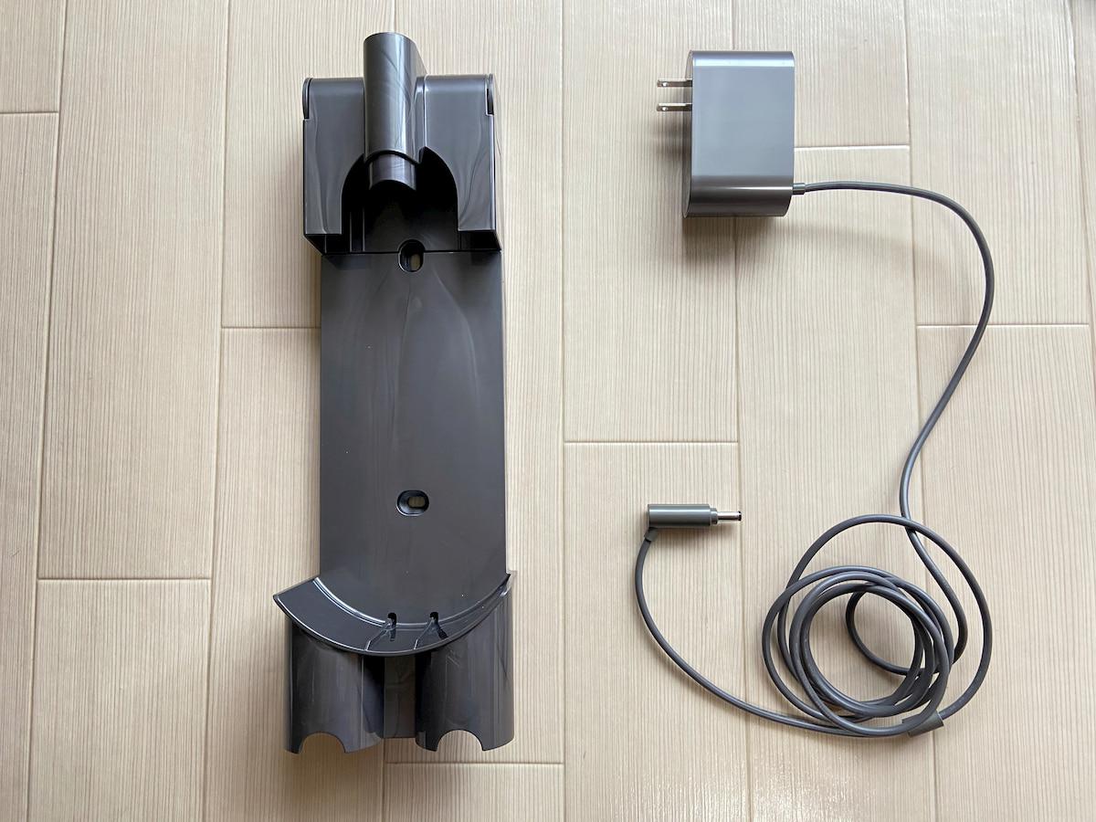ダイソンの電源コードと収納ブラケット