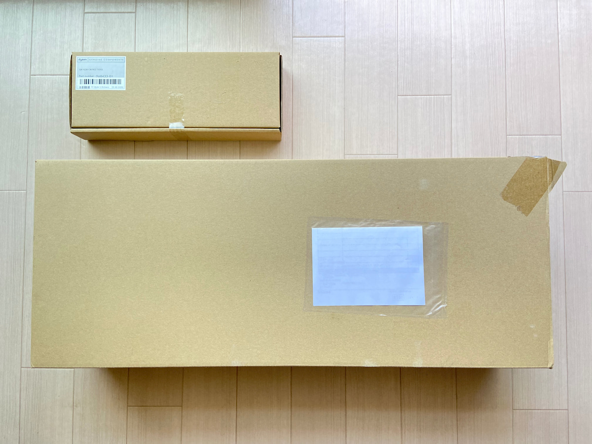 ダイソンを注文して届いた箱