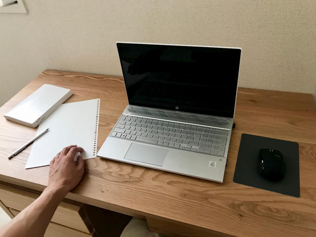 無印良品のデスクとパソコン
