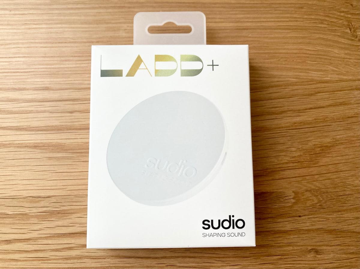 sudio純正のワイヤレス充電器の箱